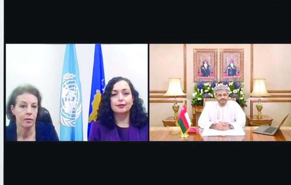 بدر بن حمد يبحث تعزيز التعاون مع رئيسة كوسوفو ووزير خارجية لاتفيا