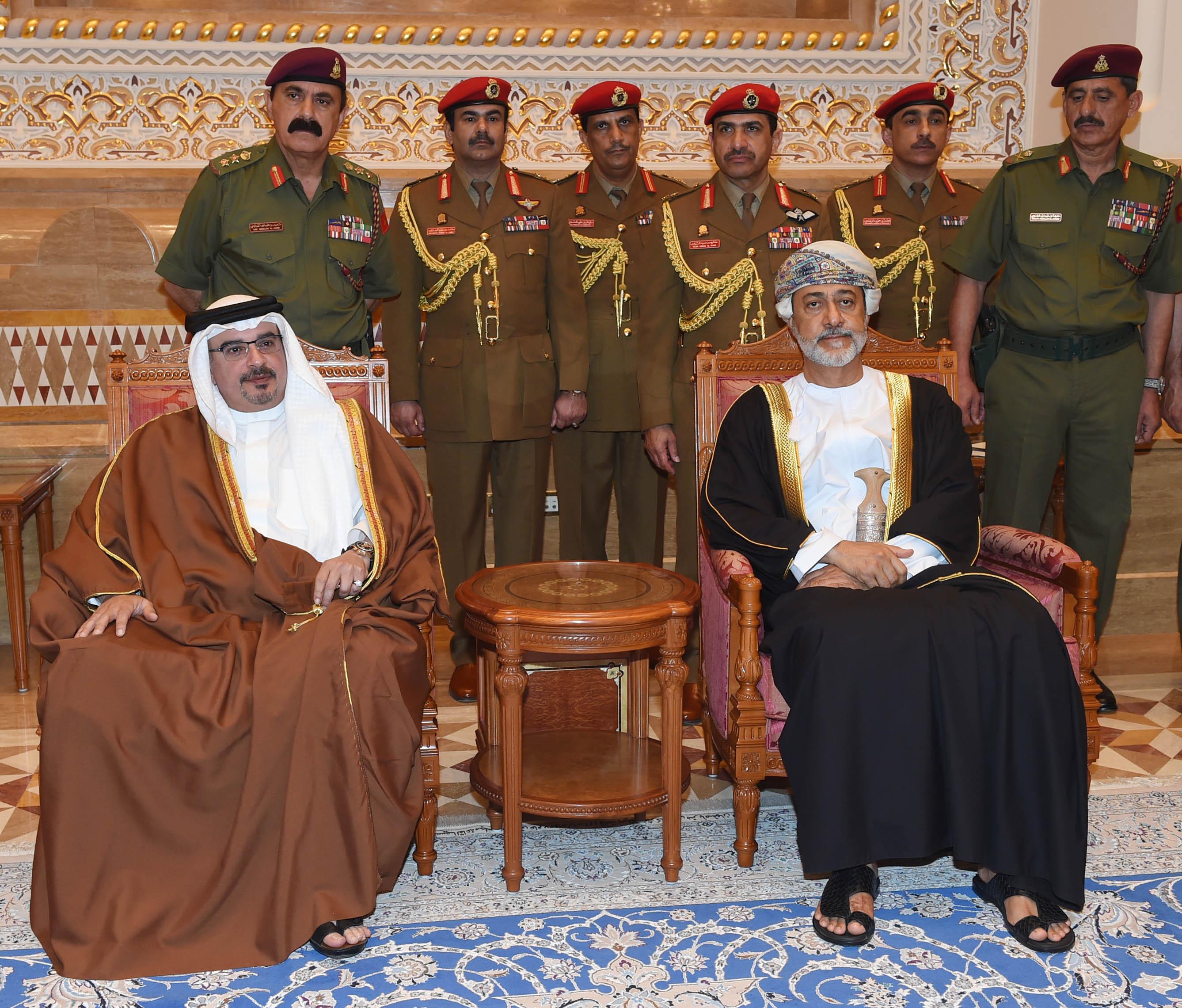 صاحب-الجلالة-المعظم-يستقبل-جموع-المعزين-...-البحريني